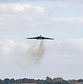 Avro Vulcan XH558 approaches Birmingham Airport 2 (8039918216).jpg