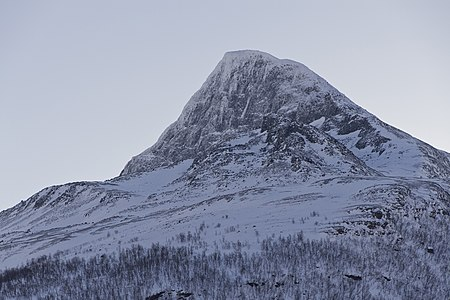 Bárrás northwest face from Signaldalen, 2012 March.jpg