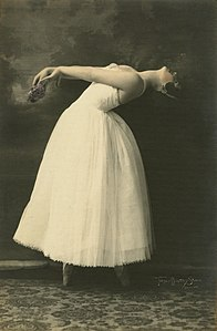 Ballet dancer Katharine Cook striking a pose, 1931 (29892825481).jpg