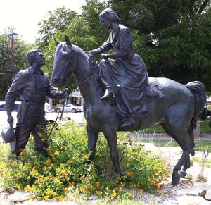 Robert Summers (artist) - Image: Barnards statue in Glen Rose