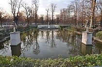 Bassin rectangulaire nord Jardin des Tuileries 003.jpg