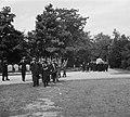 Begrafenis van Wagenaar Marine op de Oosterbegraafplaats Amsterdam, met mili, Bestanddeelnr 904-7143.jpg