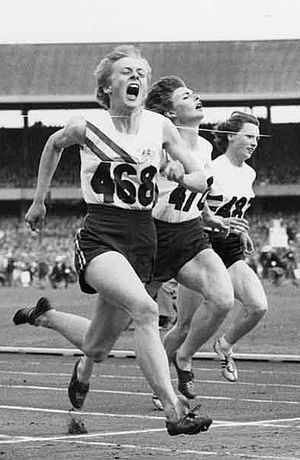 Betty Cuthbert - Betty Cuthbert, 100m final, 1956 Olympics