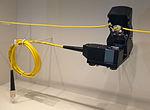 Biegekoppler an einem Glasfaserkabel (Coupler-Methode).jpg