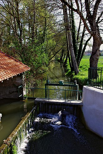 Né (river) - The Né at the bridge to Blanzac.