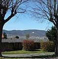 Blick vom Friedhof Kirrweiler auf die Berge der Haardt - panoramio.jpg