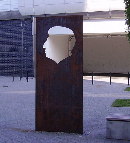 Памятник Блоху в Людвигсхафен-ам-Райне.