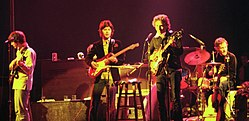 Bob Dylan in concerto con The Band nel 1974 a Chicago.