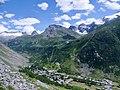 Bonneval-sur-Arc et glaciers vus depuis la route de l'Iseran (été 2019 1).JPG