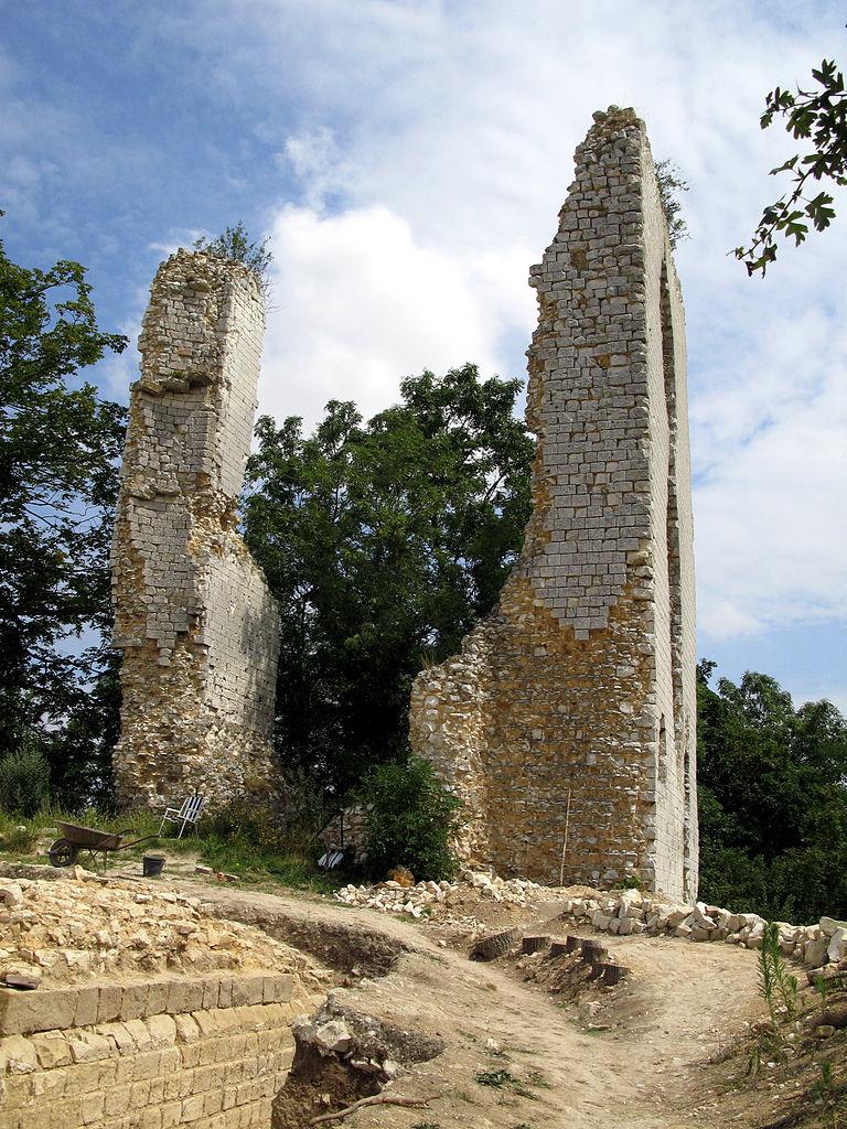 Les vestiges de Boves (Somme, France) en juillet 2008 ayant inspiré la p. 12 de Mon cahier d'archéologie (© Marc ROUSSEL - CC BY-SA 3.0) via Wikimedia Commons