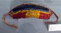 Brasile, mato grosso, waujà, fascia frontale con piume di tucano, kuapi e buriti, xx sec..JPG
