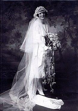 cbb25dd859ca9 فستان الزفاف - ويكيبيديا، الموسوعة الحرة