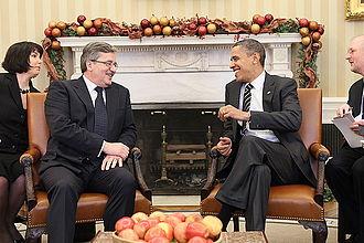 Bronisław Komorowski - Image: Bronisław Komorowski and Barack Obama 02 20101208