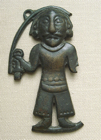 Bronze plaque of a man of the Ordos Plateau, long held by the Xiongnu. British Museum. Otto Maenchen-Helfen notes that the statuette displays Caucasoid features. BronzeManOrdos3-1stCenturyBCE.JPG