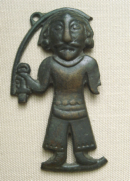 Bronze plaque of a man of the Ordos Plateau, long held by the Xiongnu. 3-1st century BCE. British Museum. Otto J. Maenchen-Helfen notes that the statuette displays Caucasoid features. BronzeManOrdos3-1stCenturyBCE.JPG