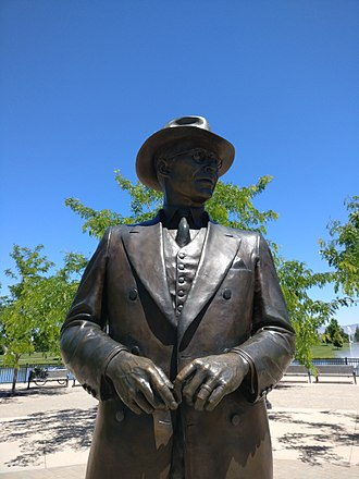 Meridian, Idaho - The bronze statue of Julius M. Kleiner in the park which bears his name, based on a 1940s photograph taken at an agricultural fair where he bought a prize cow.