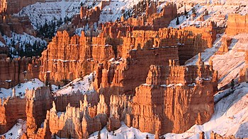 English: Bryce Canyon National Park at sunrise...