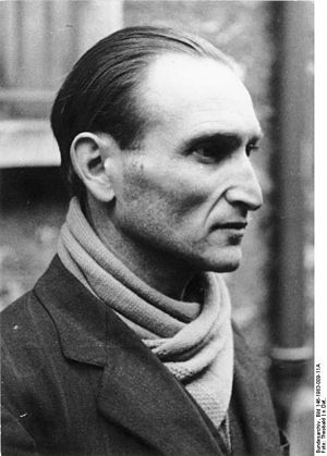 Joseph Boczov - Portrait preserved in the German Federal Archive, in a pose similar to that of portrait appearing on the Affiche Rouge.
