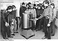 Bundesarchiv Bild 183-1982-1208-022, Schwerin, Jugendstunde im Polytechnischen Museum.jpg