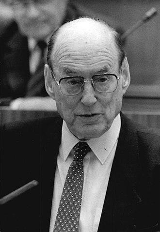 Manfred von Ardenne - Ardenne speaks to the Volkskammer (1986)
