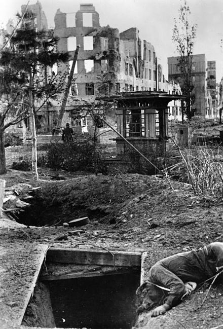 Death and destruction during the Battle of Stalingrad, October 1942 Bundesarchiv Bild 183-B22436, Russland, Kampf um Stalingrad, Ruinen.jpg