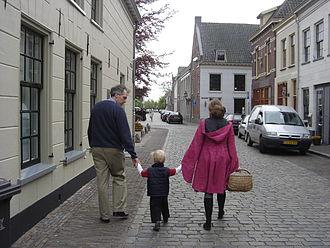 Buren - Image: Buren Herenstraat wandelaars