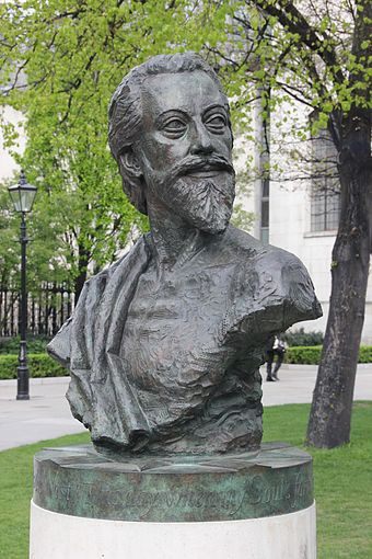 John Donne Memorial by Nigel Boonham, 2012, St Paul's Cathedral Churchyard Bust of John Donne (14074586548).jpg