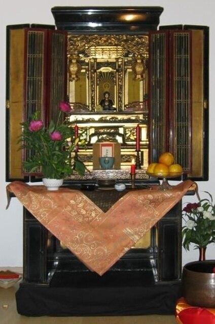 Butsudan at ShinDo Buddhist Temple