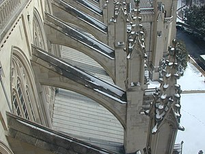 English: Buttresses at The Washington National...