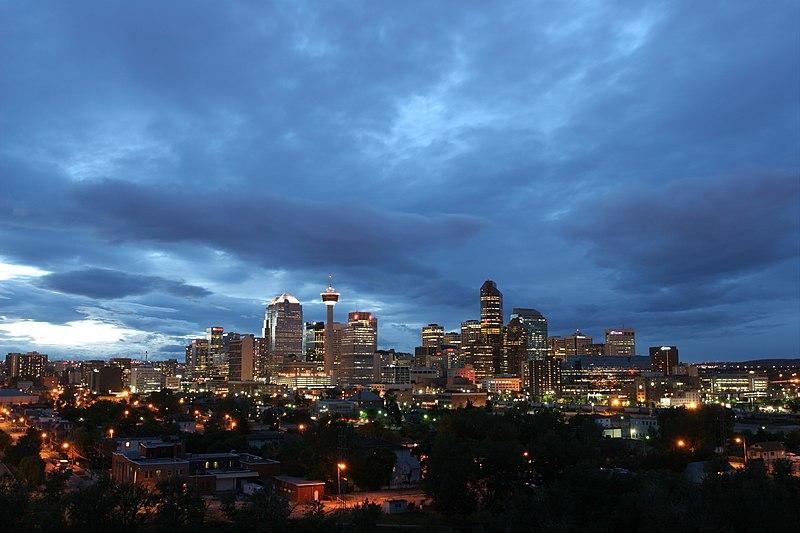 Archivo:Calgary skyline cloudy 2004-08-30.jpg