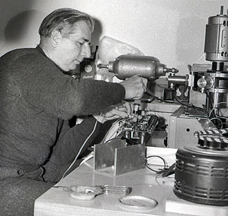 Hugh Le Caine - Le Caine working in the Centre for Electronic Music in Israel, Jerusalem (1962)