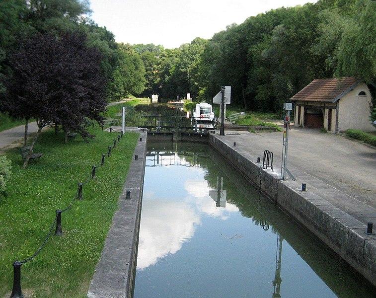 Canal du Rhône au Rhin near Thoraise  (Doubs)
