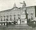 Caserta piazza del mercato e monumento a Luigi Vanvitelli.jpg