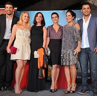 Lula, Son of Brazil - Cast of Lula, Son of Brasil, during the film's premiere at the Brasília Film Festival. From right to left: Rui Ricardo Dias, Glória Pires, Cléo Pires, Lucélia Santos, Juliana Baroni and Milhem Cortaz.