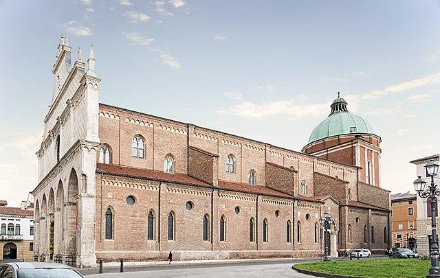 Südflügel Kathedrale Vicenza in Italien