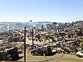Cerro incendiado en Valparaíso, abril de 2014.jpg