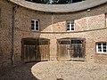 Château Hesse de Flixecourt - Vue de la cour intérieur de la Rotonde.jpg
