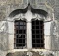 Chapelle Notre-Dame de Cressieu, fenêtre latérale (sud).jpg