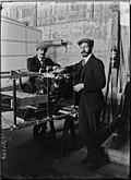 Charles Voisin und Henri Farman 1907.jpg