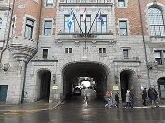 Château Frontenac - Several porte-cochères provide access to the hotel's central courtyard.