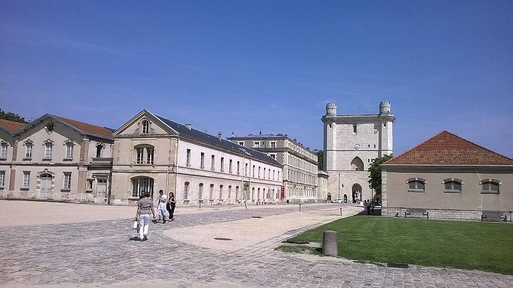 Chateau de Vincennes - panoramio (2).jpg