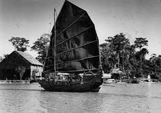 Sabah - The presence of Chinese junk in northern Borneo on Kinabatangan as been photographed by Martin and Osa Johnson in 1935, both the sultanates of Brunei and Sulu have been traditionally engaging trade with the dynasties of China and the arrival of Chinese junks was continued until the British colonial times.