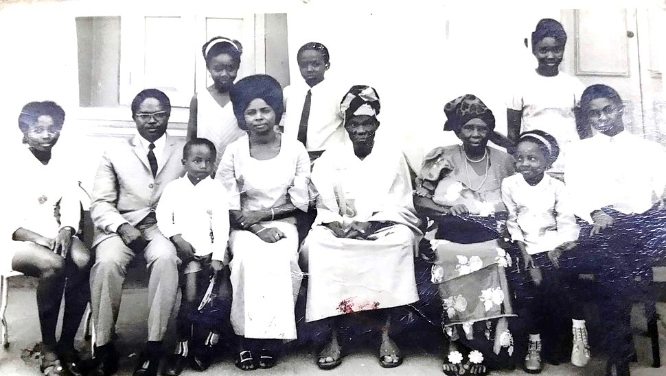Chukwuedu Nwokolo and Parents Nathaniel Matilda and 7 Children.jpeg