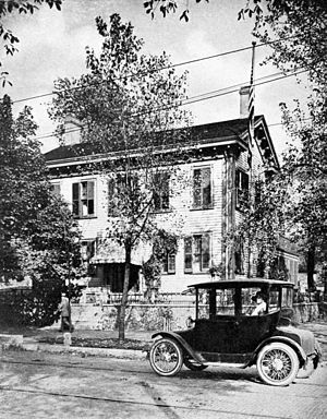 Photograph of Abraham Lincoln's home in Spring...