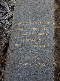 Conflans-sur-Loing-FR-45-cimetière-sépulture Massu-02.jpg