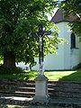 Dírná - kříž u kostela.jpg