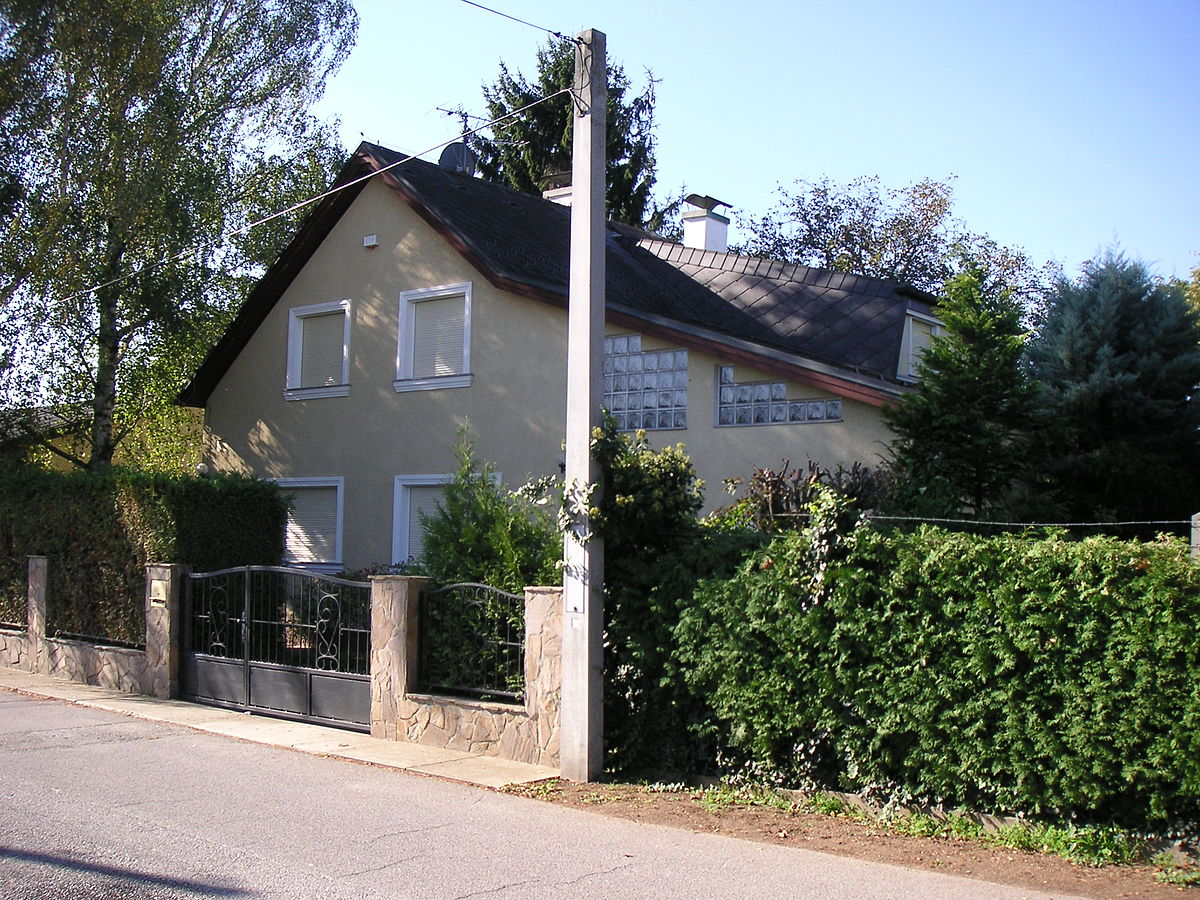 Natascha kampusch wikipedia for Haus foto