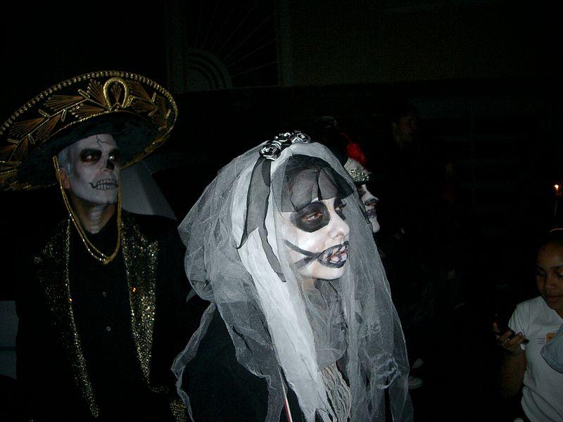 File:Day of the Dead (Dia de los Muertos) procession in San Francisco, 2006 5.JPG - Wikimedia ...