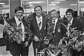 Deel waterpoloploeg terug uit Montreal, v.l.n.r. Buunk, trainer Trumbic, Smits , Bestanddeelnr 928-7130.jpg