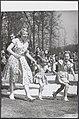 Defilé op Soestdijk Prinsessen Beatrix, Margriet en Marijke (Christina) rennen …, Bestanddeelnr 019-1019.jpg